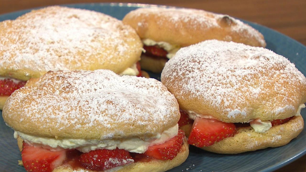Sponge Drops with Strawberries & Cream