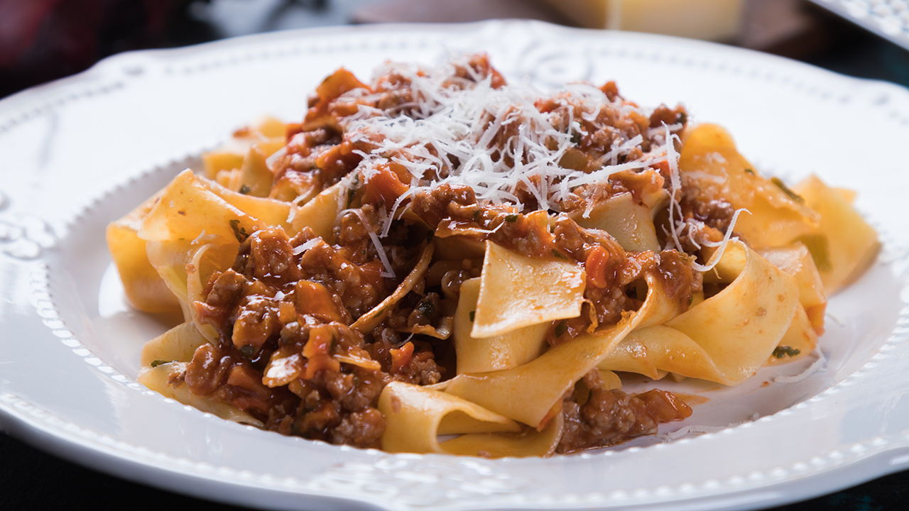 Ragú with Pappardelle Pasta
